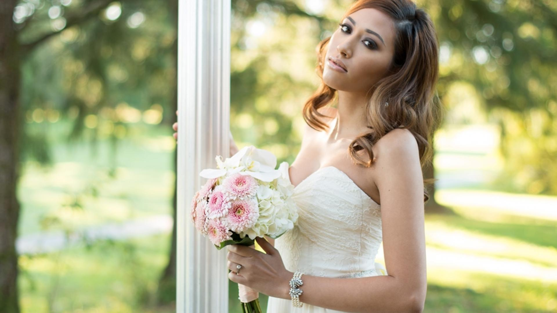 Bride at the Burnaby Mountain Clubhouse