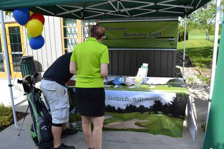 Registrants at the Burnaby Mountain Golf Festival