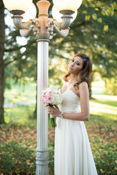 Bride posing by a lamp post.